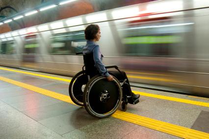 Persona su sedia a rotelle a causa di una lesione midollare, Marina Romoli Onlus