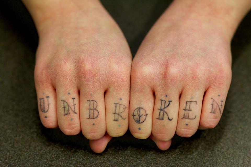 I tatoo: l'arte di colorarsi e decorarsi